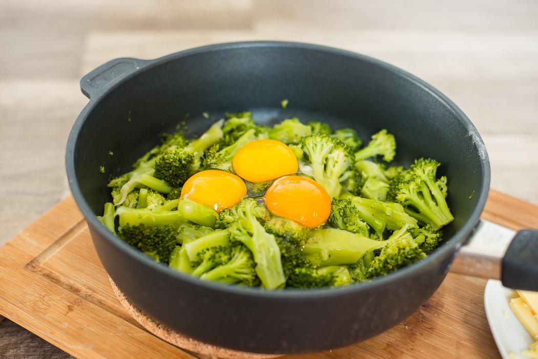 brokkoli-pfanne-rezept-low-carb-gemüse-käse-eier-dreamteamfitness-fitness-ernährung-diät