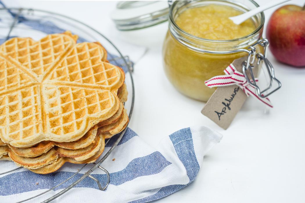 protein-waffeln-gesund-high-carb-frühstück-eiweiss-apfelmus