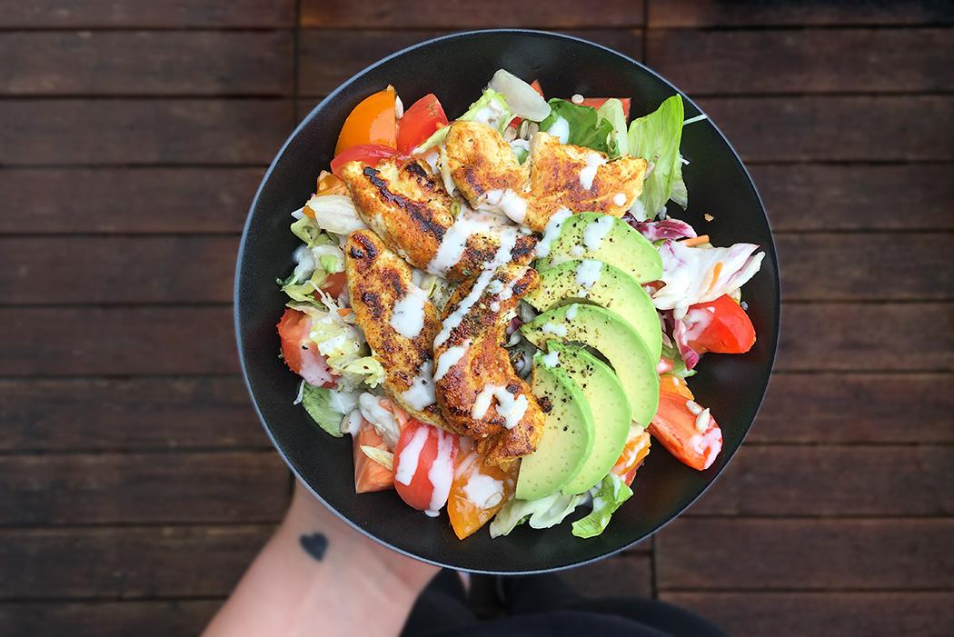fitnessblog-fitnessblogger-fitness-blog-blogger-stuttgart-dreamteamfitness-haehnchen-salat-avocado