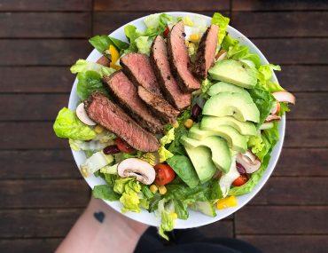fitnessblog-fitnessblogger-fitness-blog-blogger-stuttgart-dreamteamfitness-salat-rindfleischstreifen-avocado