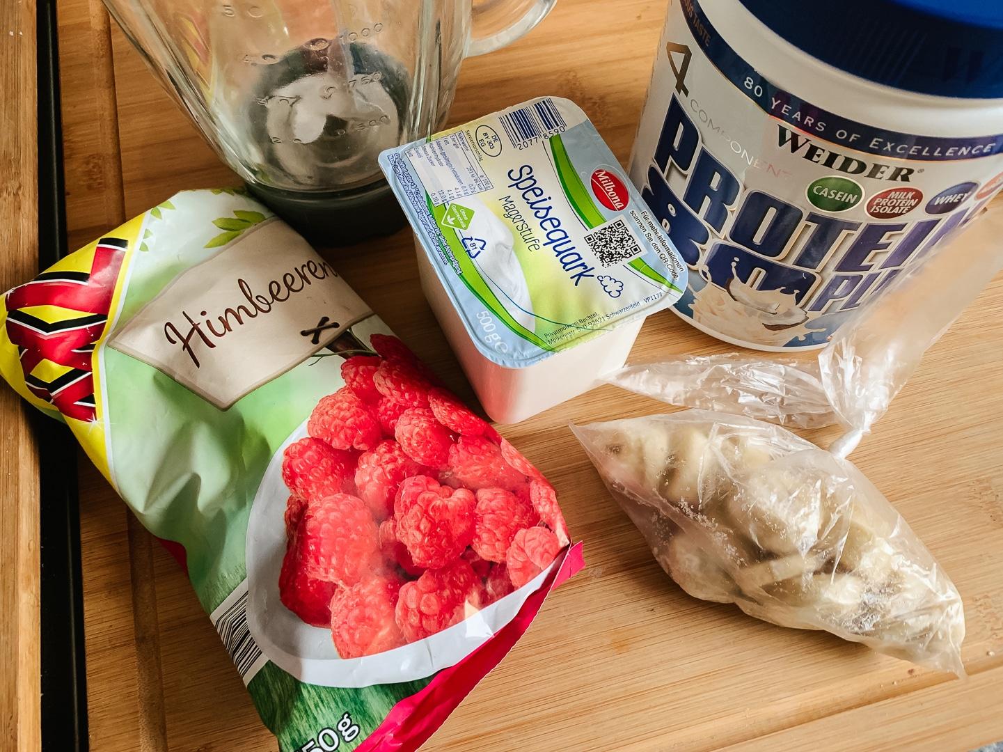 fitnessblog-fitnessblogger-fitness-blog-blogger-stuttgart-pink-protein-smoothie-bowl-kokosnuss-kokos-rezept-01
