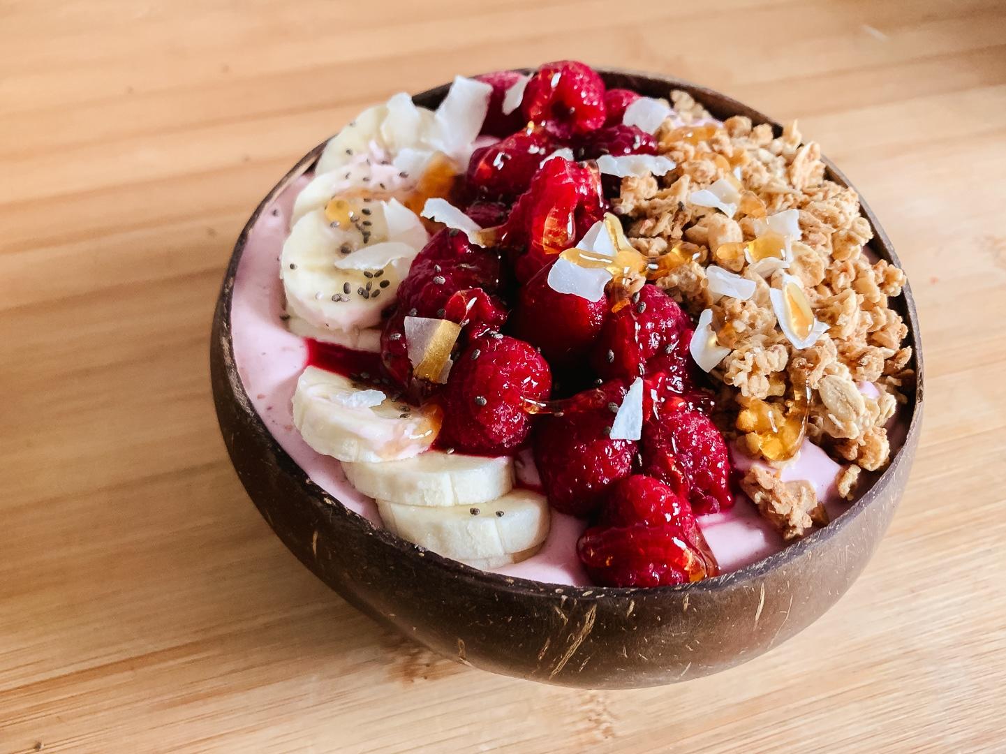 fitnessblog-fitnessblogger-fitness-blog-blogger-stuttgart-pink-protein-smoothie-bowl-kokosnuss-kokos-rezept