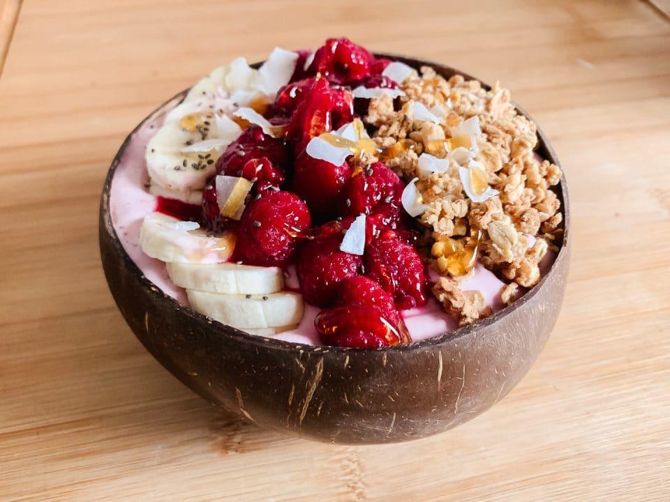 pink-protein-smoothie-bowl-kokosnuss-kokos-rezep